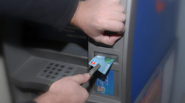 Банкомат не возвращает карту Сбербанка: что делать, как снять наличные до возврата карты