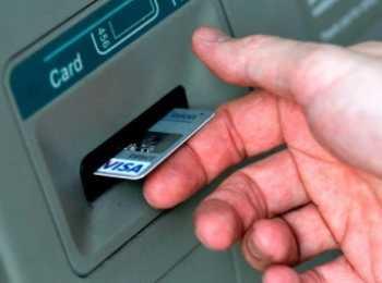 Как правильно пользоваться банкоматом: способы установки карты в прибор